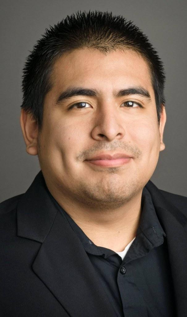 Headshot of Robert Fernandez